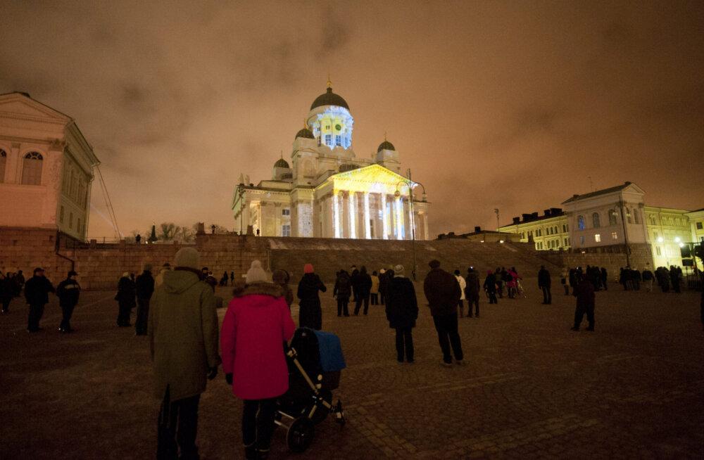 ФОТО и ВИДЕО: Световое искусство Lux Helsinki озарило центр финской столицы