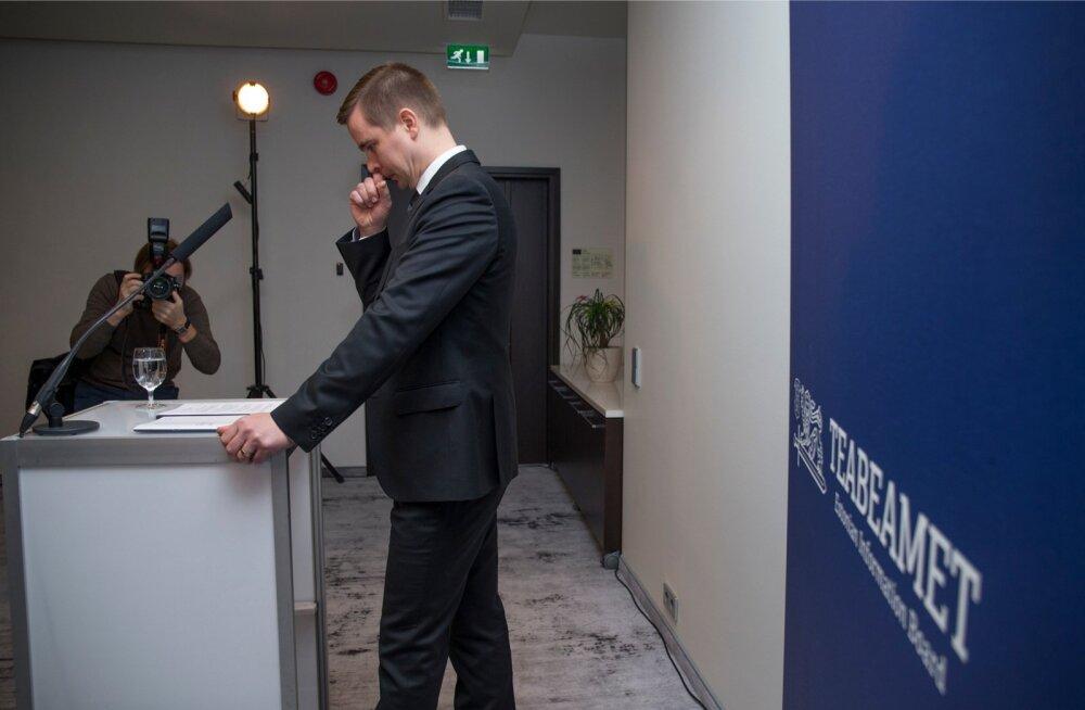 Mikk Marran oli teabeameti juhina eile enneolematus olukorras, kui hakkas ajakirjanikele tutvustama Eesti kõige suletuma asutuse julgeolekuraportit.