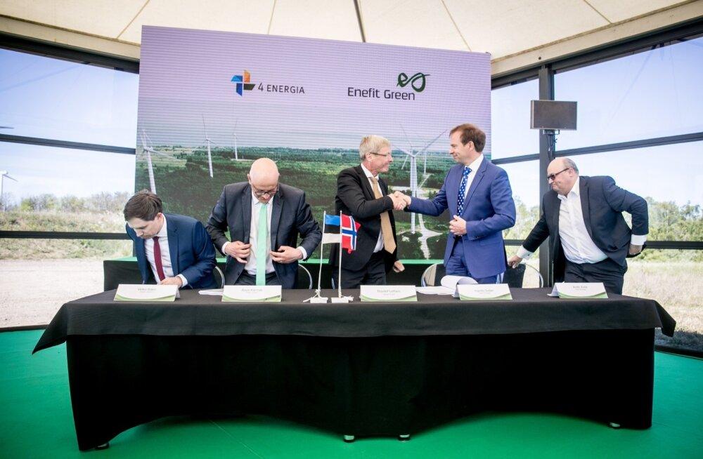 Eesti Energia juhatuse esimees Hando Sutter lõi Vardari esindaja Thorleif Leifseniga suurtehingu märgiks käed.