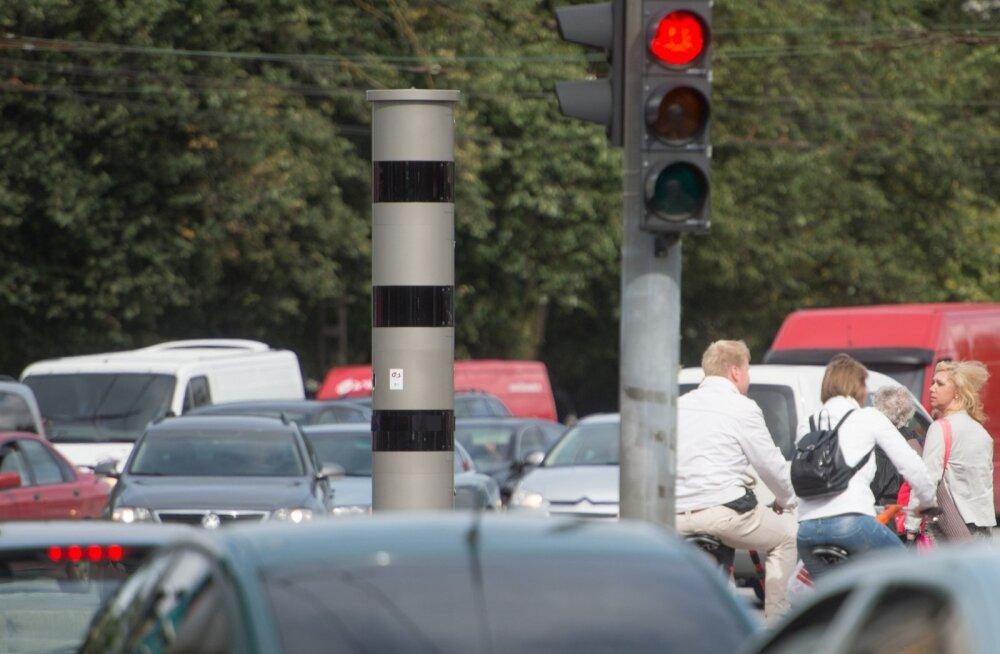 В Таллинне появляются новые предупреждающие знаки, но камеры по замеру скорости до сих пор не работают