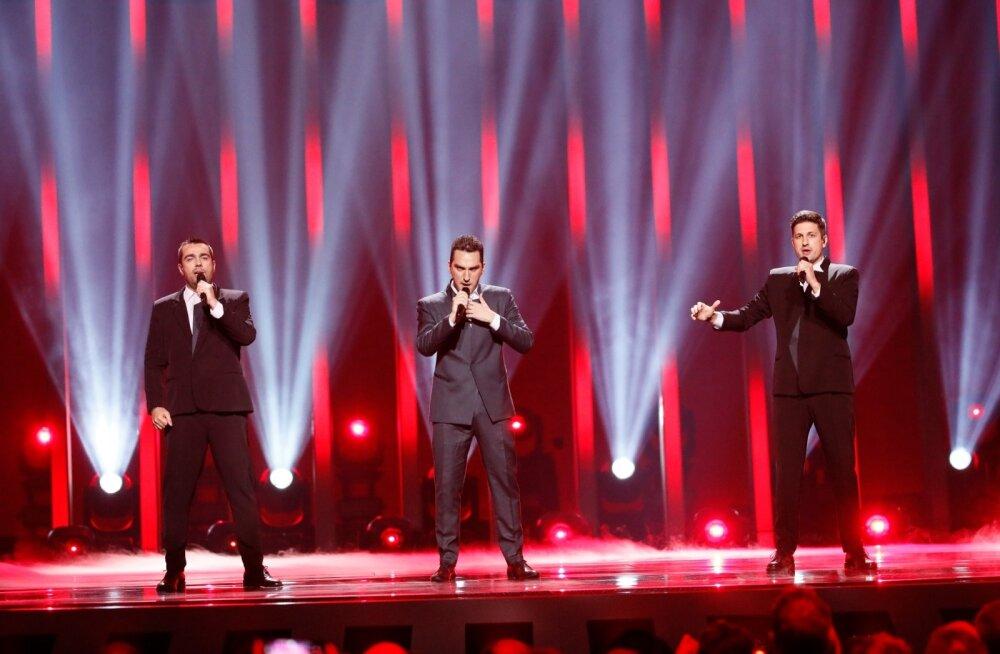 """Buba (pildil vasakul) bänd Iriao lauluga """"Sheni Gulistvis"""" (ingl """"For You"""") eurolaval. Nad eristusid, aga nende laul ei käi muu Eurovisioni repertuaariga ühte jalga. Finaali neid ei hääletatud."""