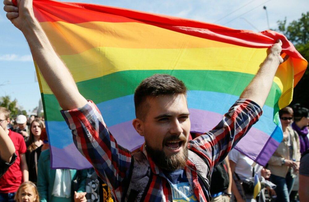 Британская авиакомпания анонсировала рейс с ЛГБТ-экипажем