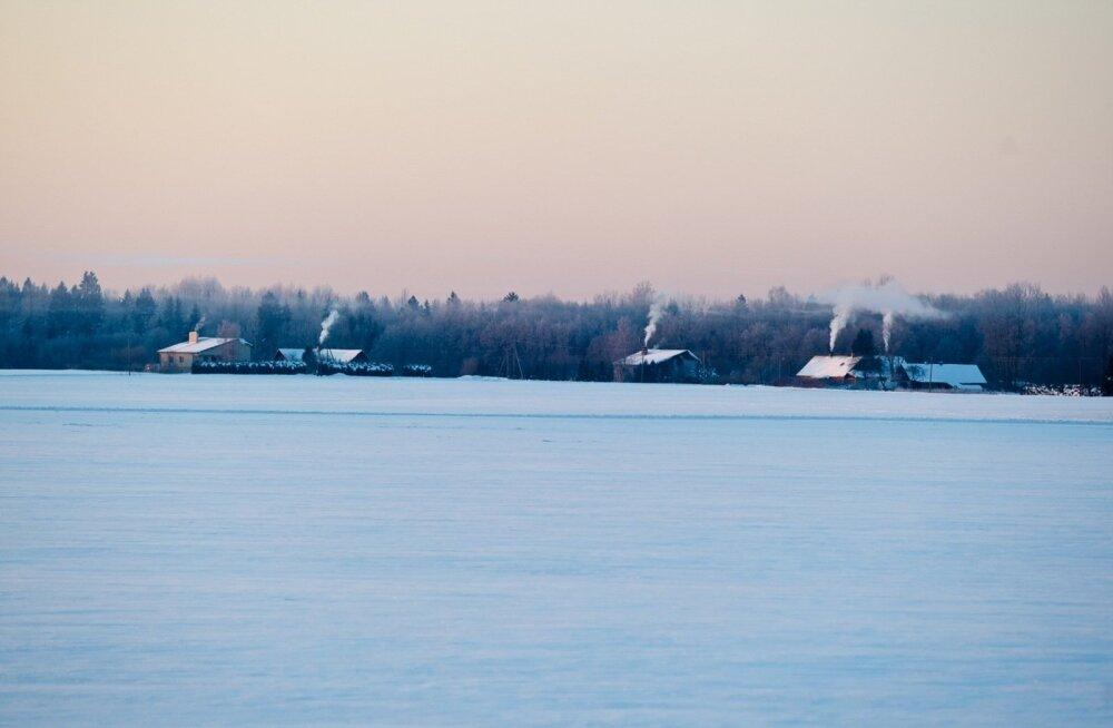 ГРАФИК: Слишком интенсивный отопительный сезон значительно снизил качество воздуха в Таллинне и Тарту