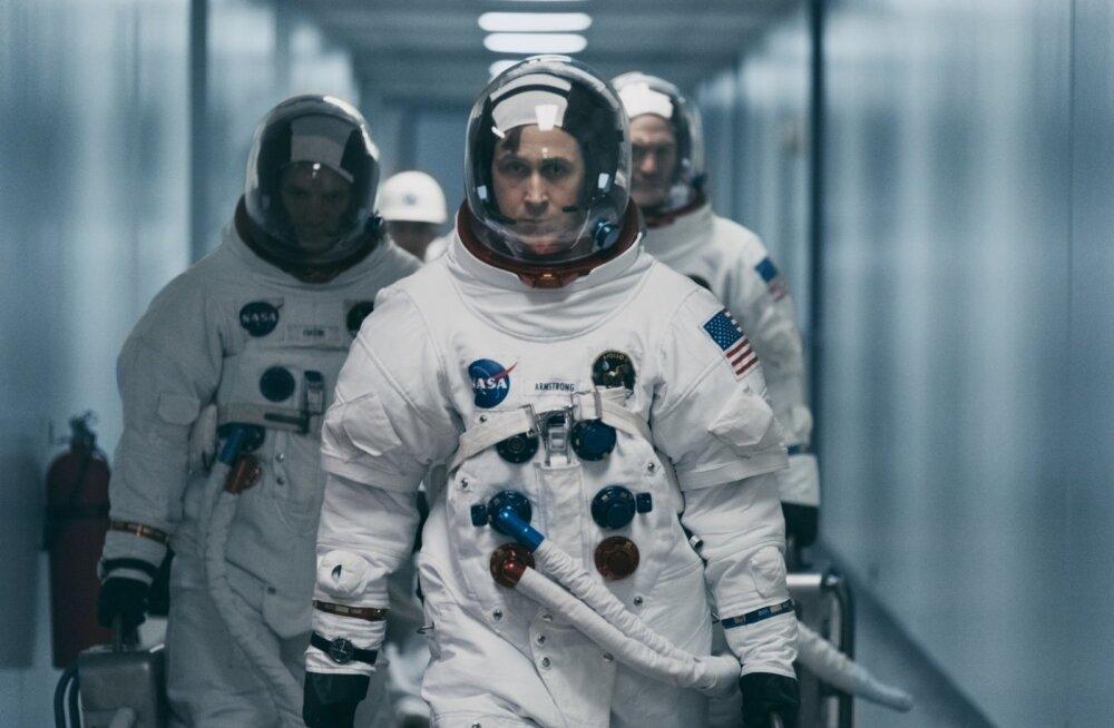 Goslingu esitus mõjub oma talitsetud, ent silmadega sisemist pinget peegeldavas väljenduslaadis eluliselt.