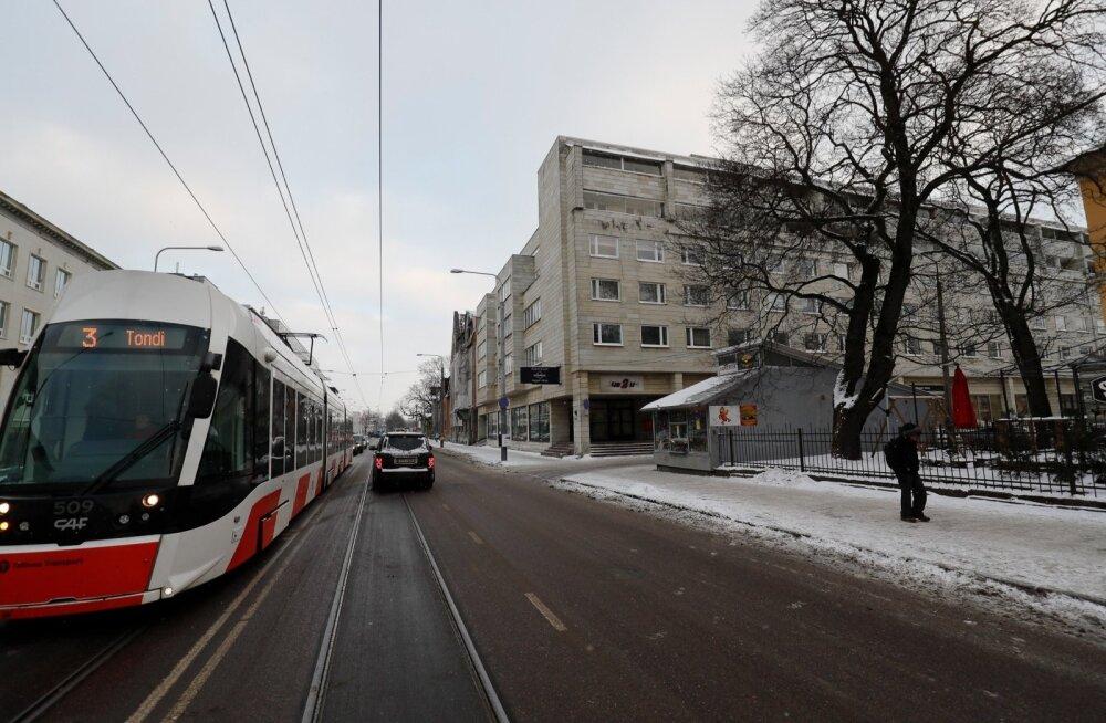Narva mnt 38 hoone neljandal korrusel üürib Eesti islami kogudus endale ruumid.