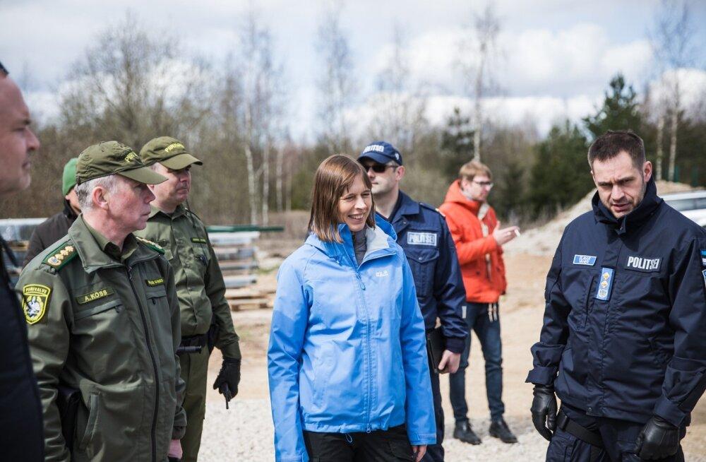 Mullu kevadel käis Elmar Vaher (paremal) piiril koos president Kersti Kaljulaidiga. Nüüd ei ole meeleolu enam nii päikeseline.
