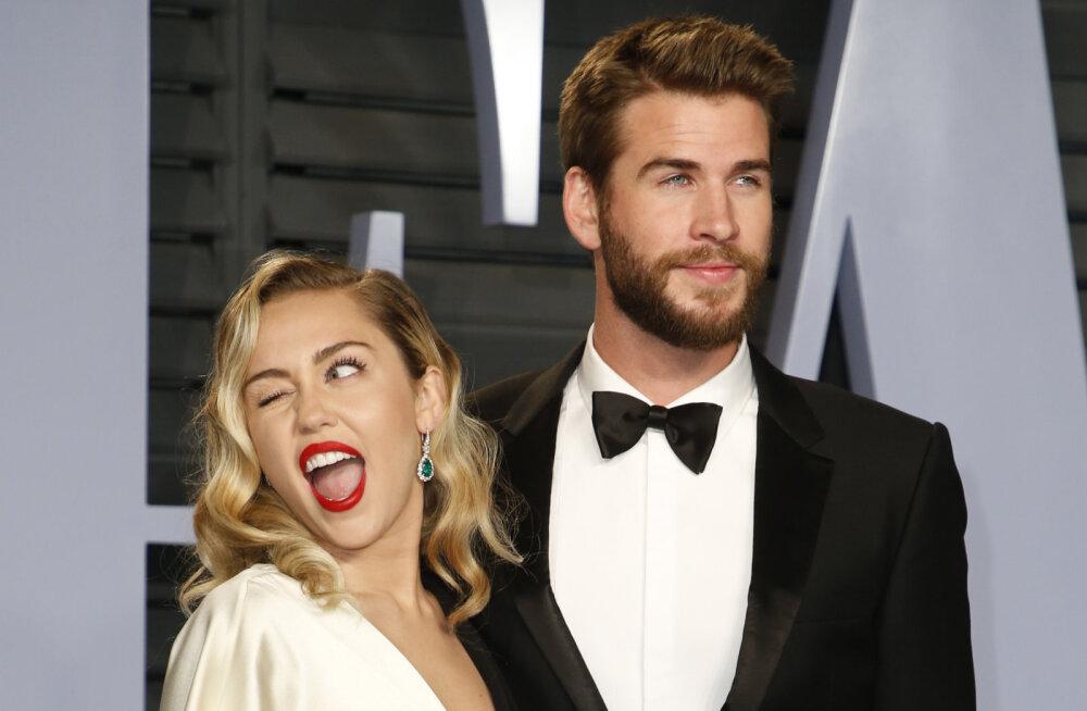 Romantilised kaadrid! Miley Cyrus abiellus imelises Vivienne Westwoodi pulmakleidis