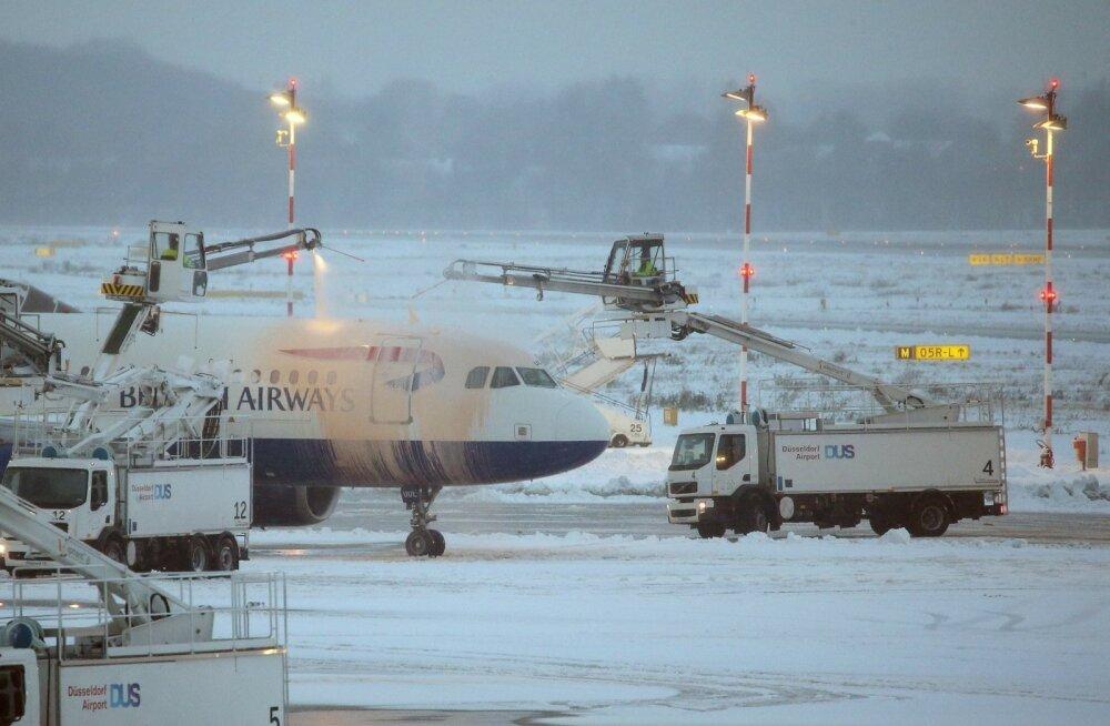 GERMANY-AVIATION-WEATHER-SNOW
