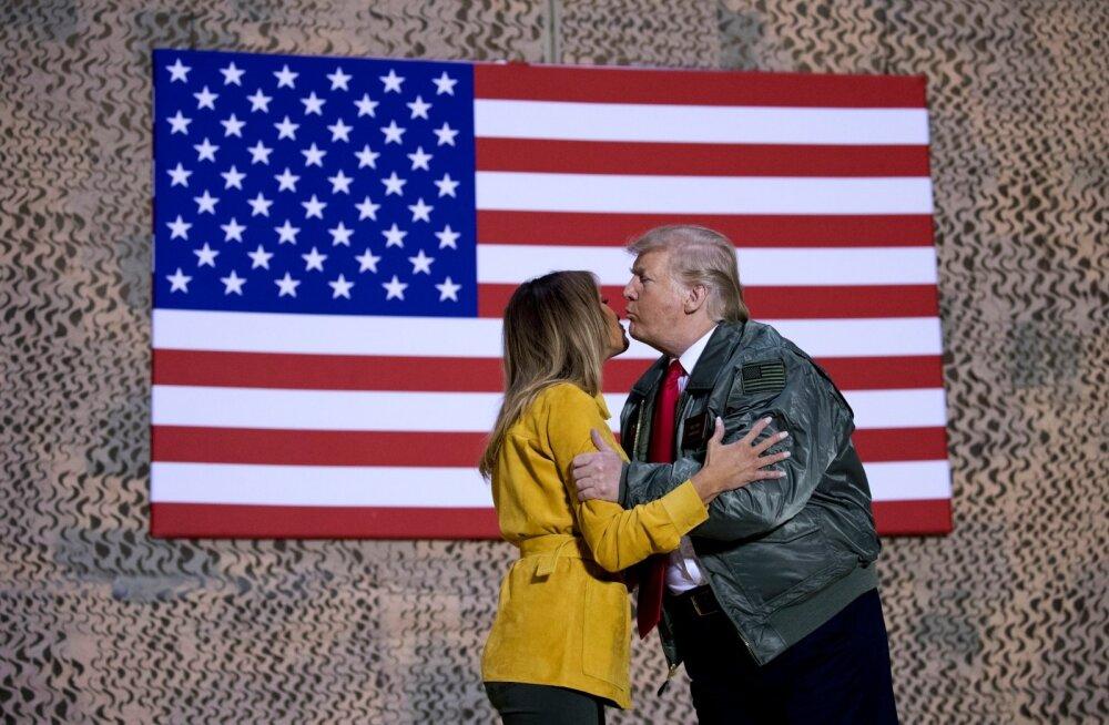 Analüütikud ennustavad USA presidendile Donald Trumpile keerulist aastat. Pildil on Trump abikaasa Melaniaga jõulude ajal USA sõduritel Iraagis külas.