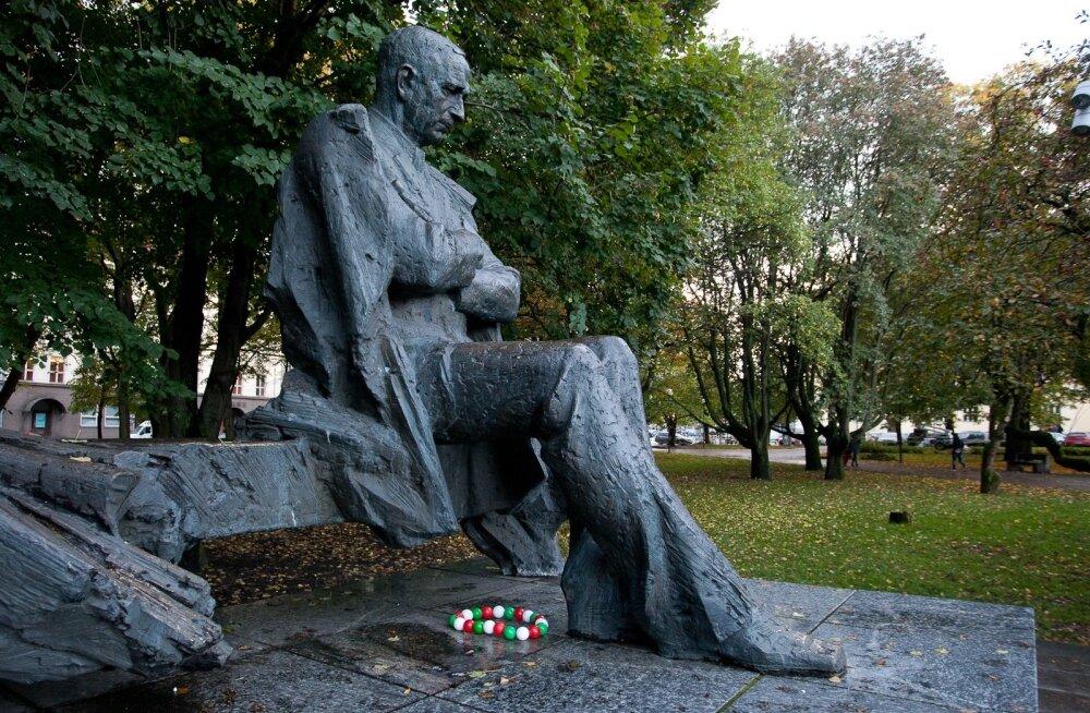 Reklaamikampaania Tallinna skulptuuride