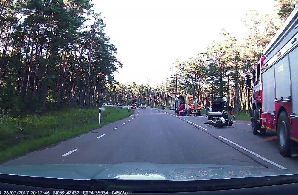 ФОТО: В аварии в Вяэна-Йыэсуу пострадал мотоциклист