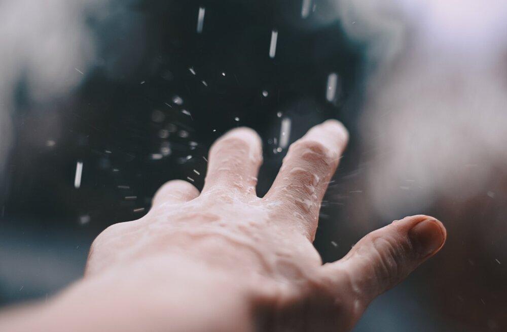 Haiguste ajal ära luba oma lapsel avalikus tualetis puhuriga käsi kuivatada!