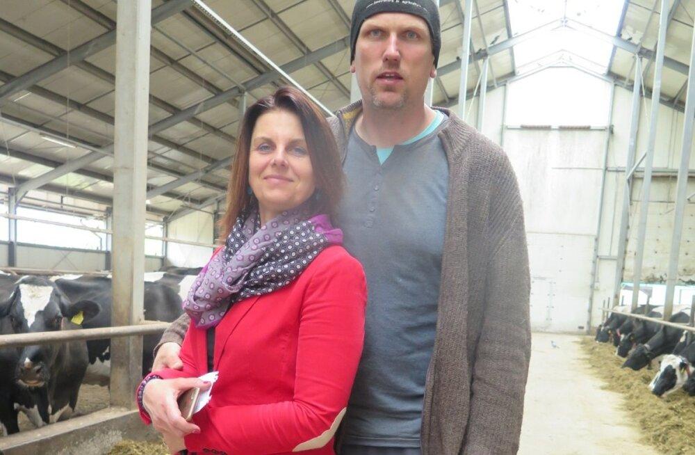 Normunds Kalninš ja Klaida Koldberga leiavad, et Lely lüpsirobotid on nende elu tunduvalt lõbusamaks muutnud.