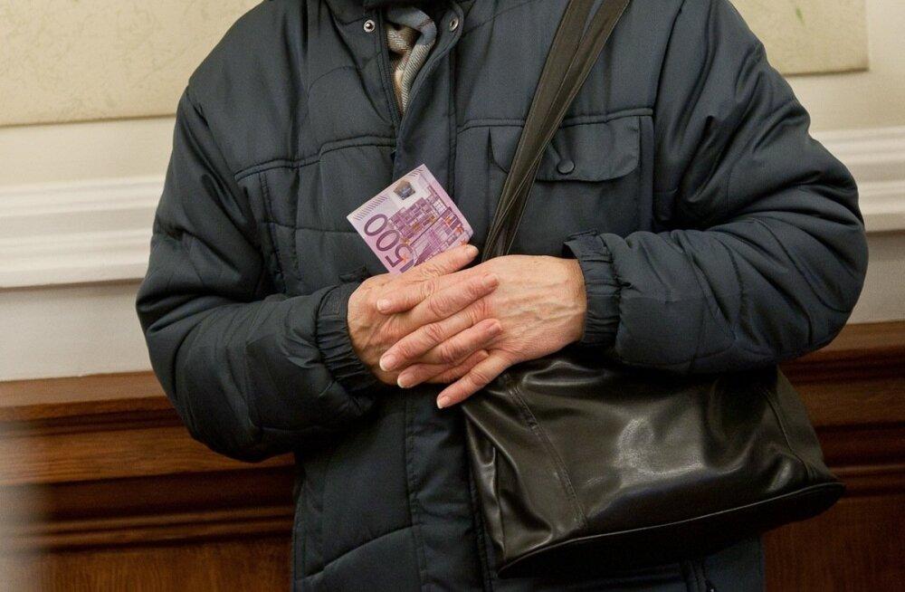 ГРАФИК: В Эстонии насчитывается около 100 000 пенсионеров по нетрудоспособности