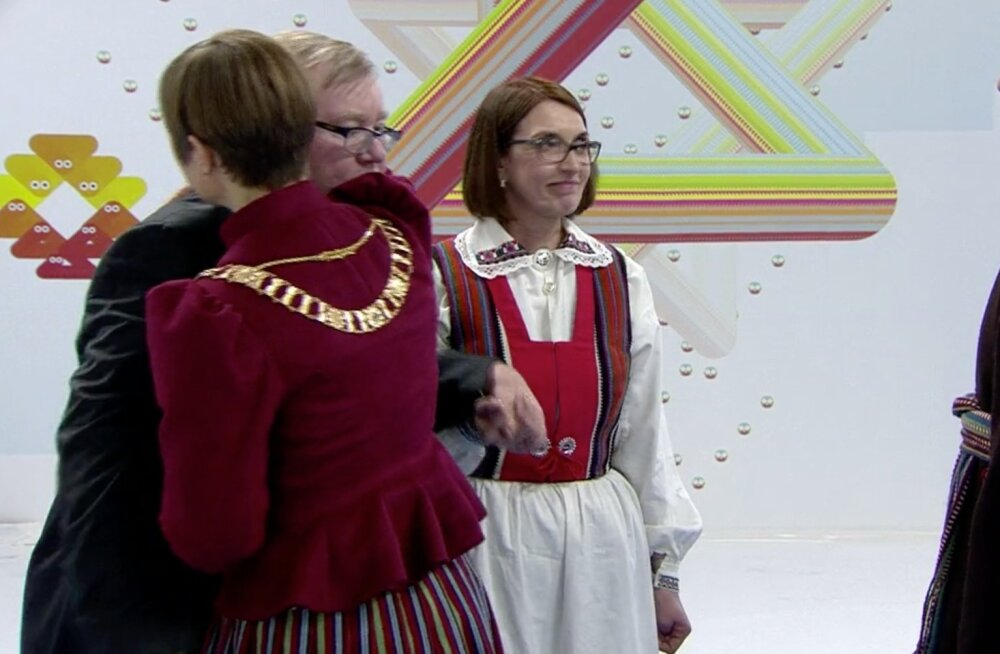Mart Laari ja Kersti Kaljulaidi kallistus.