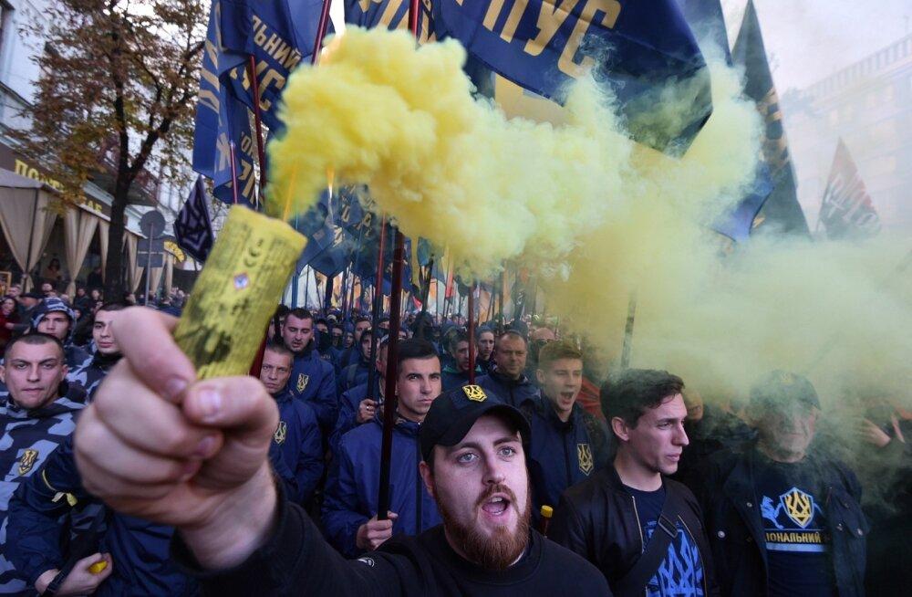 Oktoobri keskel korraldasid paremäärmuslased ja rahvuslased Kiievis Ukraina kaitsjate päeva puhul meeleavalduse, kus osalesid ka sõjaveteranid.
