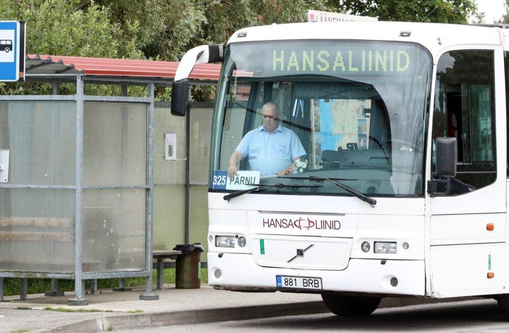 Pärnu-Virtsu vahet sõitnud bussi juht tunnistas, et esialgu on uus süsteem segane, ent nentis, et niiviisi on iga uue asjaga.