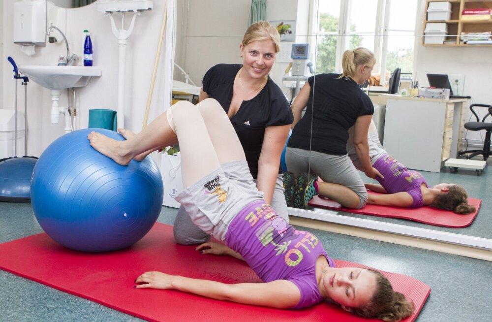 TULE füsioterapeudi praktilisele loengule harjutusvarast istuvat tööd tegevale harrastussportlasele