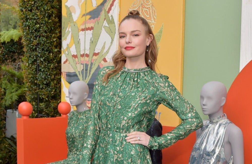 Ameerika näitleja ja modell Kate Bosworth kannab H&M Conscious Exclusive'i rohelist kleiti hõbedase ninaga tanksaabastega, mis moodustavad lillemustriga imelise kontrasti.