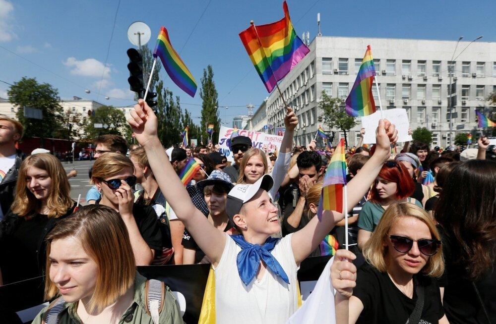 """ФОТО: В Киеве около 2 500 человек приняли участие в """"Марше равенства"""""""