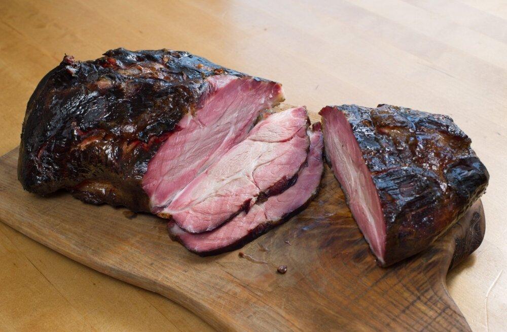 Mooska talu perenaine: suitsusaunas liha suitsutamine nõuab aega ja pühendumist