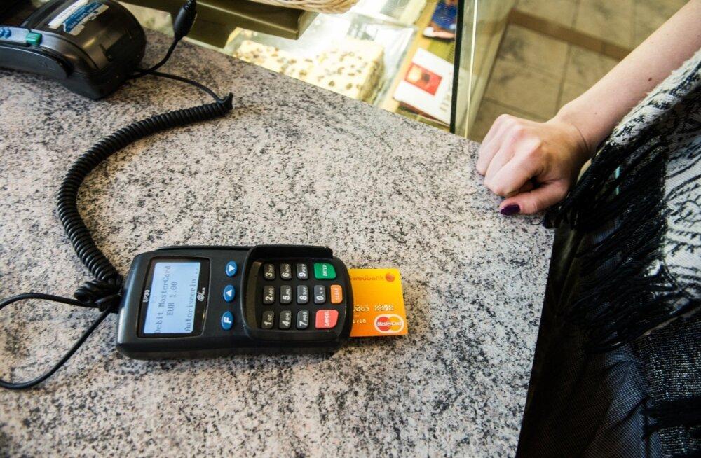 Swedbank выдал 100 000 бесконтактных карточек