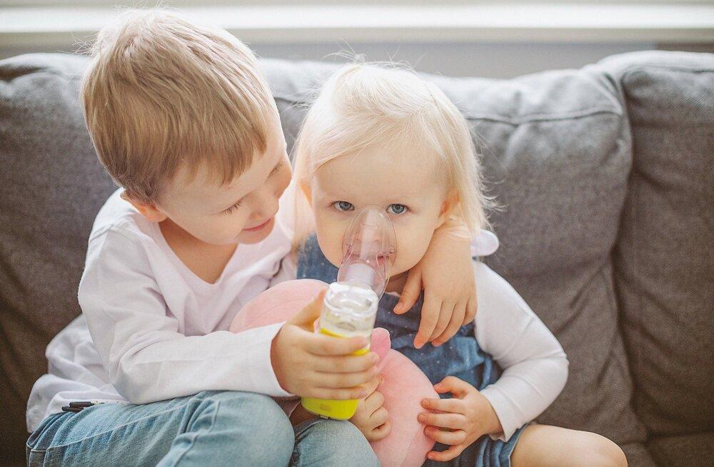 Oliver ja Grete on inhalaatoriga sõbraks saanud ja kasutavad seda haigena täitsa rahulikult.