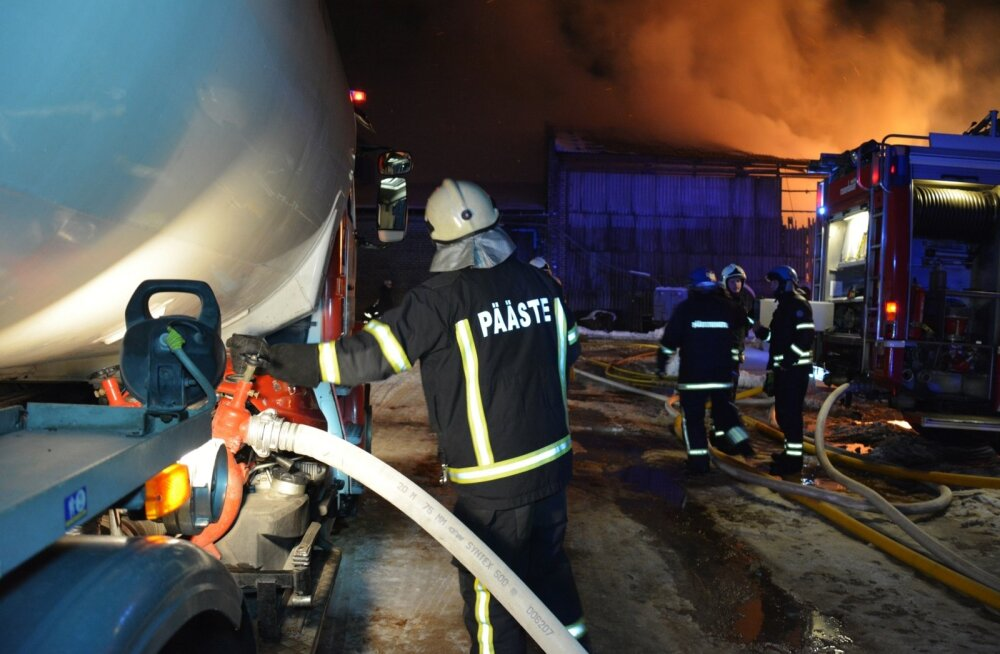 Jõgevamaal põles laudaga kokku ehitatud heinaküün