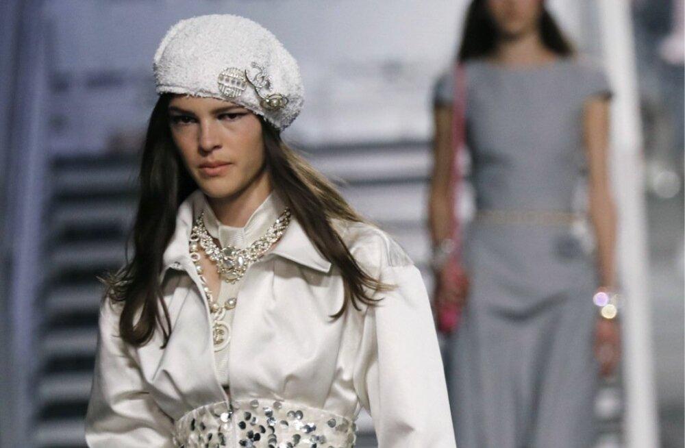 Chanel Cruise'i moe-kollektsioonis oli ohtralt barette ning nii mõnigi neist kaunistatud.
