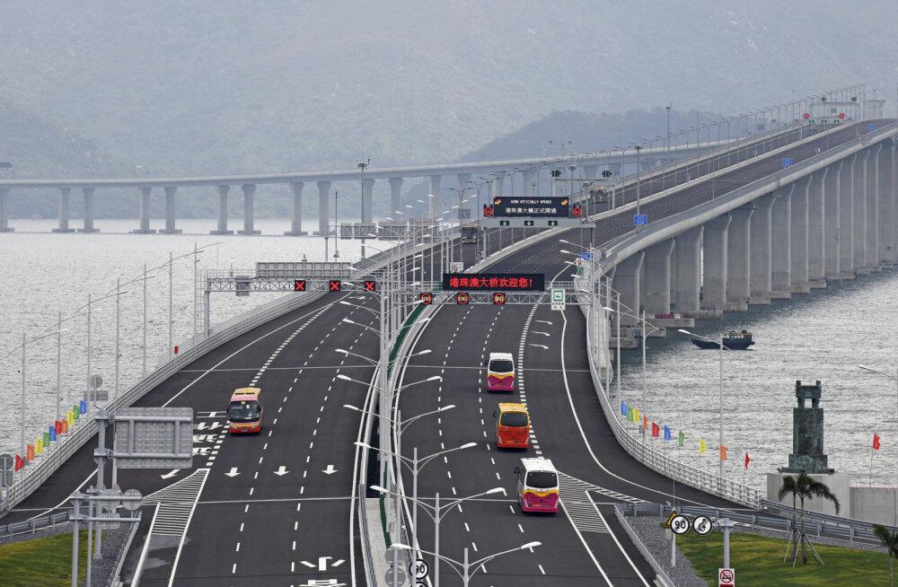 """ВИДЕО. """"Дорога смерти"""" и """"Большой белый слон"""". Как выглядит самый длинный мост и за что его критикуют"""