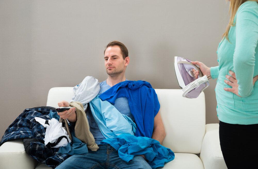 Naine küsib nõu: kuidas seletada sellist käitumist, kui mees hakkab kodus alukaid ja sokke põrandale jätma?