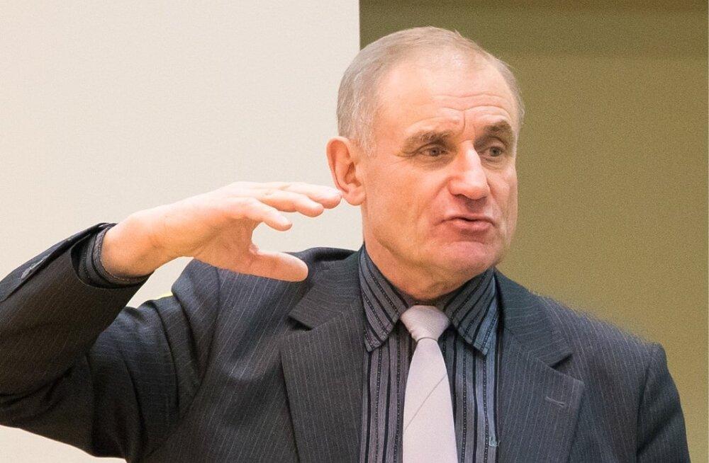 Kindral Ants Laaneots ja politseikindralinspektor Raivo Aeg Saaremaa koolides