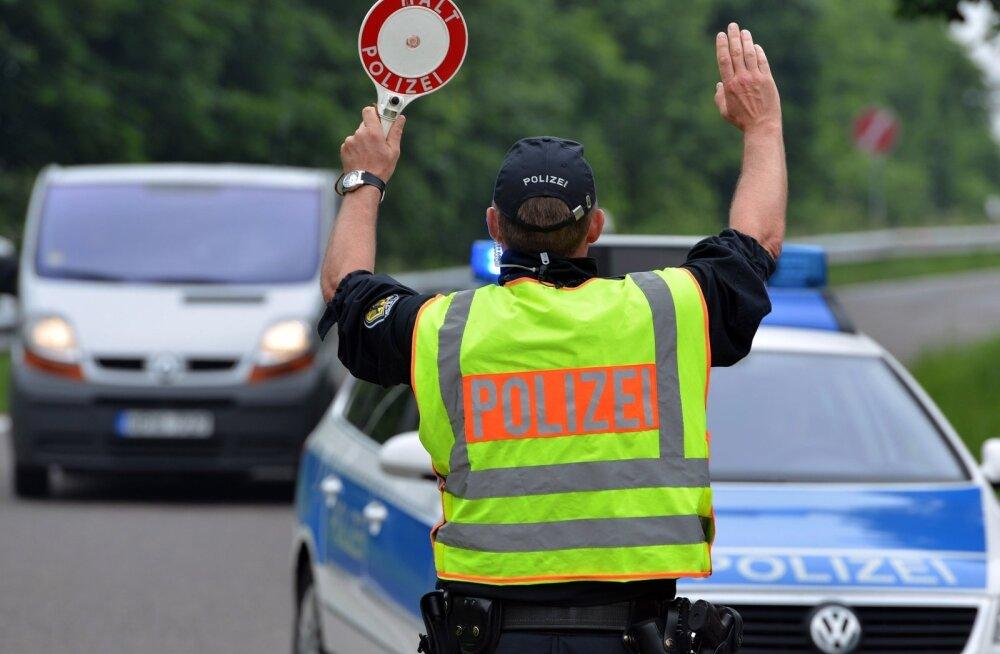 Eestist telliti buss Saksa kooliõpilasi vedama - politsei võttis vigaste pidurite pärast rajalt maha