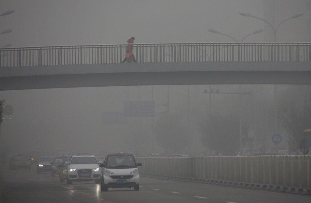 Uuring: kodukeemia jäägid on pea sama suured õhusaastajad kui autode heitgaasid