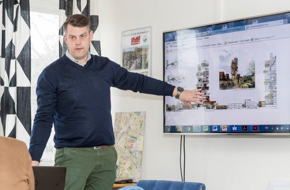 Malmö linnavolinik Andreas Schönström näitab, millised suured plaanid on neil probleemsete linnaosadega.