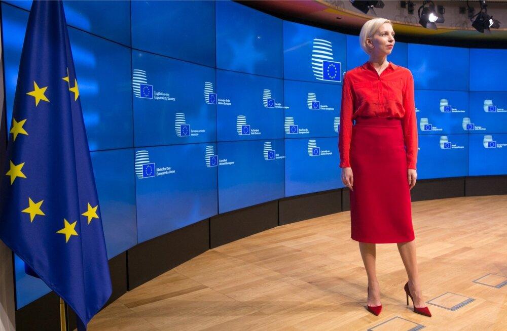 """""""Kui sotsiaalministrid detsembris Brüsselis kohtusid, oli mul plaan juba valmis. Kuna punane on sotsiaaldemokraatide värv, otsustasin end üleni punasesse riietada. Sobivat pluusi Eesti tegijatelt ei leidnud, küll aga ideaalse seeliku Lilli Jahilolt""""."""