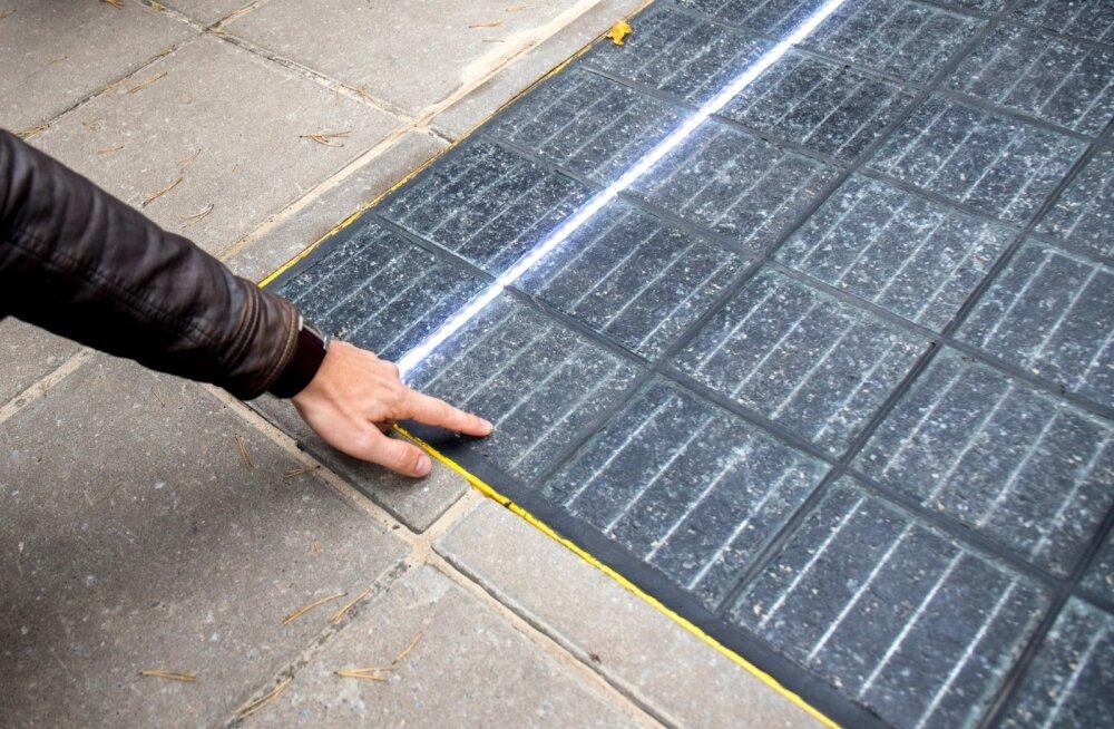e-pavement ehk päikeseelektrit tootev teekatend