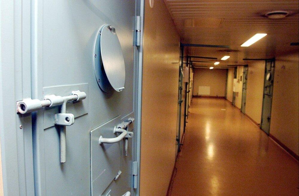 В арестном доме не пускали гулять: задержанный требовал от полиции компенсацию в 5000 евро, но получил считанные копейки