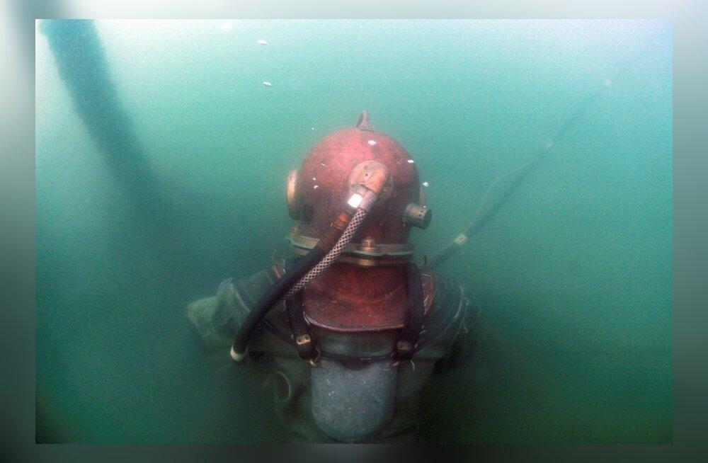 Tallinna lahes lebav allveelaev on Maljutka-tüüpi