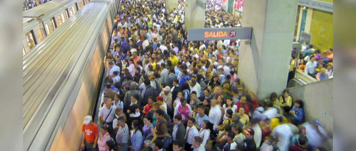 Метро Каракаса стало бесплатным: кончилось сырье для билетов