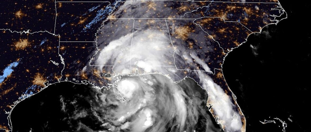 """Ураган """"Флоренс"""" угрожает восточному побережью США. Эвакуировать предстоит около миллиона человек"""