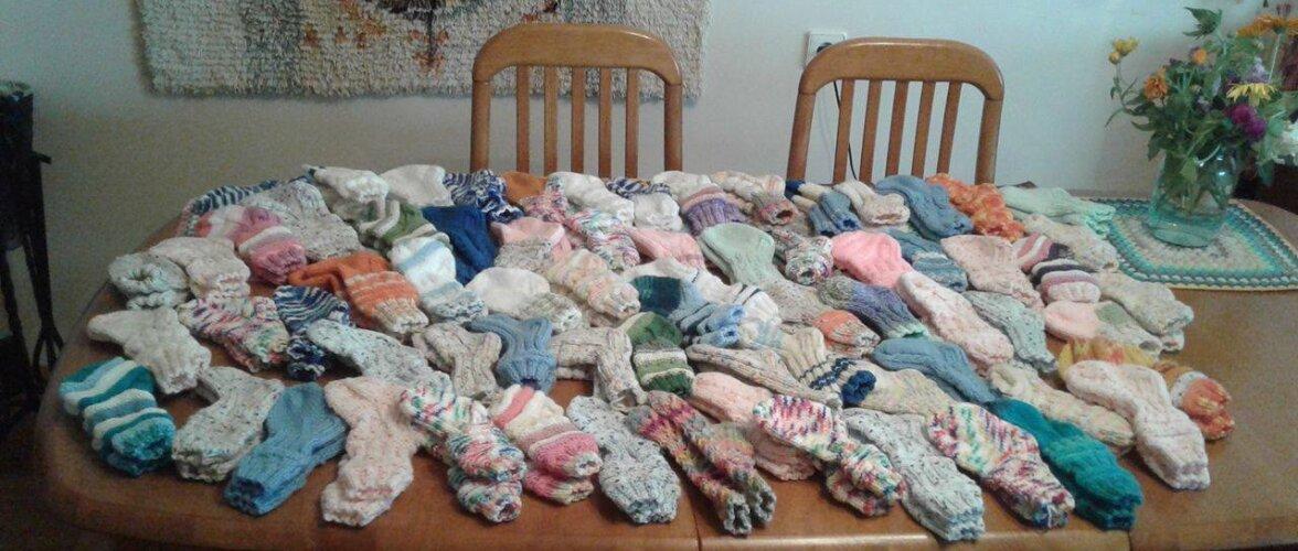 FOTOD | Suure südamega naine kudus haiglabeebidele 70 paari sokke