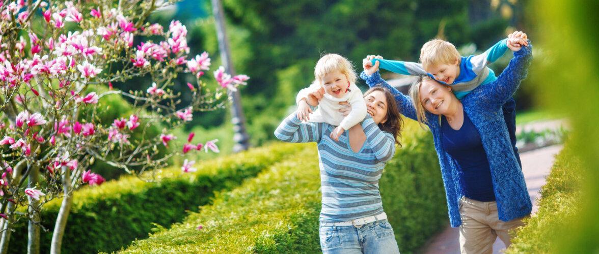 Pered, kus lapsel on kaks ema