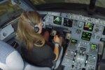 VIDEO: Kogemusteta neiu üritab maanduda suure Airbus A320-ga