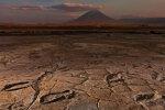 Põgenesid vulkaani eest? Aafrika mudaväljalt leiti arvukalt ürgaegseid jalajälgi