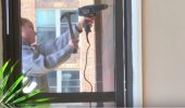 Uskumatu VIDEO | Mõni arvab, et elektritrelliga saab kruvi seina, kui tööriista haamriga nüpeldada