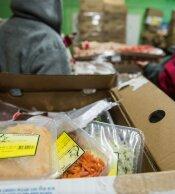 Poolt ja vastu: kas poed peaksid toitu äraviskamise asemel kohustuslikult annetama?