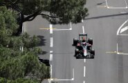 VIDEO: Rosberg sõitis Monacos kaevuluugi lahti ja Button kihutas sellele otsa!