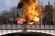ФОТО: В центре Лондона взорвался автобус