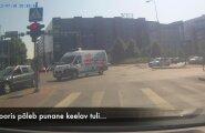 VIDEO: Tallinna linnas sõidab juht külmavereliselt punasega üle ristmiku